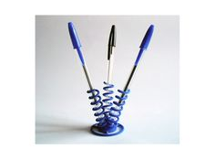 Three Springs Pen Holder by LucaMC on Shapeways. Learn more before you buy, or discover other cool products in Accessories. Printer Desk, Desk Accessories, Pen Holders, Fashion Earrings, Geek Stuff, Sculpture, Crafty, Ice Cubes, Life Hacks