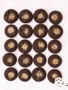 "Läs receptet ""Dumlegrottor"" hos Stowr. Kitchen Stories, Bakery, Sweets, Chocolate, Camilla, Cookies, Desserts, Food, Sweet Pastries"