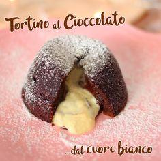 TORTINO AL CIOCCOLATO CON CUORE BIANCO   Fatto in casa da Benedetta Rossi Strudel, Biscotti, My Recipes, Finger Foods, Cake Pops, Doughnut, Muffins, Deserts, Brunch