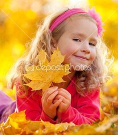 Happy girl in autumn park — Stock Image #7343860
