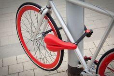 Que tal usar o próprio banco da bicicleta como trava? O projeto se chama Seatylock e está no site de financiamento coletivo Kickstarter com meta US$ 40 mil, já tendo arrecadado pouco mais de US$ 30 mil. Segundo os criadores, ele é mais resistente que uma corrente normal - saiba mais e veja o vídeo na INFO Online, por Rafael Kato.
