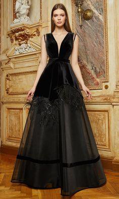 Gala Dresses, Couture Dresses, Fashion Dresses, Fancy Dress Design, Stylish Dress Designs, Velvet Fashion, Beautiful Gowns, Look Fashion, Pretty Dresses