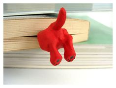 Clifford the Big Red Dog Bookmark - Humorous bookmarks - legs in the book - hiding-