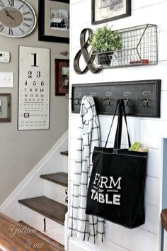 Looking for small entryway decor? Take a look at these stunning entryway decor ideas that will upgrade your space. Decoration Hall, Decoration Entree, Wall Decorations, Basket Decoration, Galley Wall, Room Decor For Teen Girls, Apartment Entrance, Farmhouse Wall Decor, Farmhouse Style