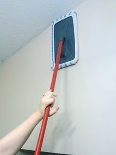 The Painless Way To Wash Walls. All you need is a sturdy large pad mop (this is the one that I use)and your choice of multipurpose cleaner in a spray bottle (a bottle filled with warm soapy water works too). Homemade Cleaning Products, Household Cleaning Tips, Cleaning Walls, Cleaning Recipes, House Cleaning Tips, Natural Cleaning Products, Spring Cleaning, Cleaning Grease, Oven Cleaning