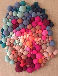 Obras 2018 - Serena Garcia Dalla Venezia Diy Crafts For Home Decor, Fun Crafts, Arts And Crafts, Sewing Art, Sewing Crafts, Sewing Projects, Fabric Art, Fabric Crafts, Diy Pom Pom Rug