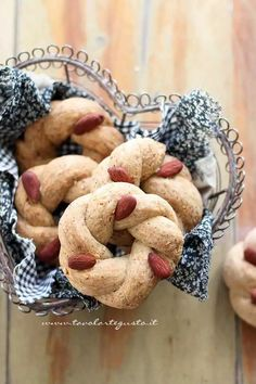 Italian Dishes, Italian Recipes, Popular Italian Food, Gourmet Recipes, Snack Recipes, Gourmet Foods, Italian Food Restaurant, Quiche, Biscotti Cookies