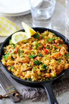 Mexican Food Recipes 569283209145158475 - Riz à l'espagnole (Arroz con pollo. Lunch Recipes, Healthy Dinner Recipes, Healthy Snacks, Healthy Smoothie, Healthy Drinks, Smoothie Recipes, Mexican Rice Recipes, Confort Food, Spanish Rice
