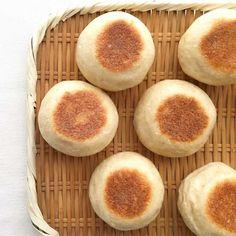フライパンで焼くひらたいパン | TOMIZ 富澤商店 English Muffins, Breakfast, Recipes, Food, Morning Coffee, Essen, Meals, Ripped Recipes, Eten