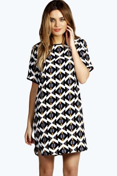Step out in style with our versatile day dresses and casual dresses. With options to take you from work to weekend, your casual wardrobe just got an upgrade. Ladies Day Dresses, Nice Dresses, Casual Dresses, Short Sleeve Dresses, Dresses With Sleeves, Retro Mode, Holiday Outfits, Holiday Clothes, Dress Patterns