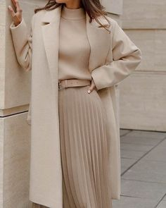 Edgy Summer Outfits, Classy Winter Outfits, Stylish Outfits, Autumn Outfits, Beige Skirt Outfit, Neutral Outfit, Modest Fashion, Fashion Outfits, Lawyer Outfit