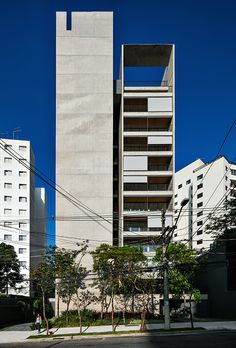 Image 9 of 21 from gallery of 31 Winners Announced for 2018 MCHAP Outstanding Projects Prize. Huma Klabin Residential Building in São Paulo, Brazil / Una Arquitetos. Facade Architecture, Amazing Architecture, Contemporary Architecture, Building Facade, Building Design, Arch House, Tower Design, Architectural Elements, Exterior Design