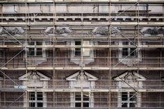 Dat symmetry tho. Berlin ist zwar nicht schön Punkt.  #goodmorning #berlin #city #beautiful #view #building #architecture #window #urban #construction #work #symmetry #weekend #sunday #mood #wanderlust #photo #photography #germany #ig_berlin #ig_germany