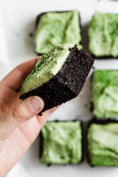 almond flour brownies with matcha mint frosting // Nutrition Stripped Brownie Desserts, Köstliche Desserts, Healthy Desserts, Dessert Recipes, Raw Vegan Desserts, Recipes Dinner, Baking Recipes, Vegan Recipes, Paleo Vegan