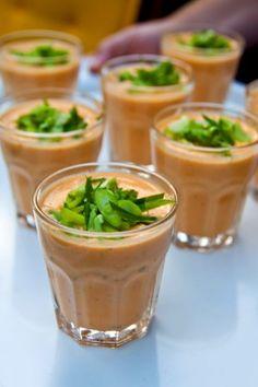 Krämig laxsoppa kan med fördel kan lagas dagen innan och kan också serveras kall. Bara att ta fram, värma på