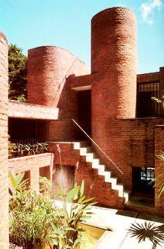 CASA LAS MAGDALENAS Punta Ballena. Uruguay. 1994 Arquitecto Samuel Flores Flores | ARQUITECTURA COLOR