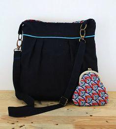Pleated messenger bag