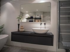 The Sleek and Stylish Wet Rooms for a Trendy Look! Bad Inspiration, Bathroom Inspiration, Small Wet Room, Small Basin, Wet Rooms, Bathroom Layout, White Bathroom, Toilet, Kitchen Decor