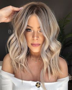 Have you tried blonde balayage hair color yet? Wow, this lovely and feminine hair color is sure to attract the envy of others.We have collected 39 stunning blonde balance hair color ideas in 2020 to help you become attractive. Hair Color Balayage, Hair Highlights, Blonde Balayage Long Hair, Medium Ash Blonde Hair, How To Blonde Hair, Blonde Hair On Brunettes, Blonde Hair For Fall, Cool Toned Blonde Hair, Balayage Brunette To Blonde