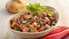 Panzanella, a salada italiana de pão que surpreende à mesa