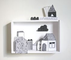 Make a diorama with one of the shadow boxes we have lying around (Voorbeeld kijkdoos)