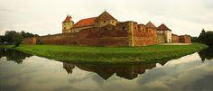 Fagaras Fortress in Brasov - Romania Brasov Romania, Visit Romania, Famous Castles, Bucharest, Wonderful Places, Beautiful Places, Cool Places To Visit, Travel Destinations, Tourism