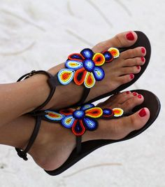 Sandals Summer Beaded Sandals / summer / Colors - There is nothing more comfortable and cool to wear on your feet during the heat season than some flat sandals. Barefoot Sandals Crochet, Beaded Sandals, Greek Sandals, Bare Foot Sandals, Flat Sandals, Gladiator Sandals, Flats, Tong Cuir, Bohemian Sandals