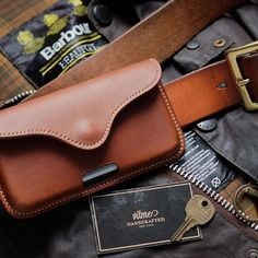 Custom made leather iPhone belt pouch.  #Vitmehandcraft #Barbour