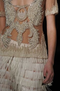 fashion in details...if my body was in the shape that I want it...I would LOVE to wear this!