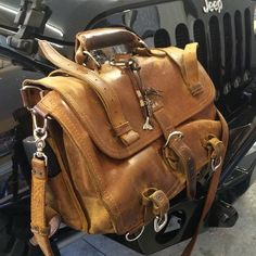 @ratwranglers eight-year-old bag is a supreme symbol of justice and quality in a world chock full of bargain bins and rollbacks. Here's to the next 92 years!  #FightTheGoodFight #Patina_Perfection #JeepMafia #PummeledToPerfection #BetterWithAge #Briefcase #LeatherGoods #SaddlebackLeather