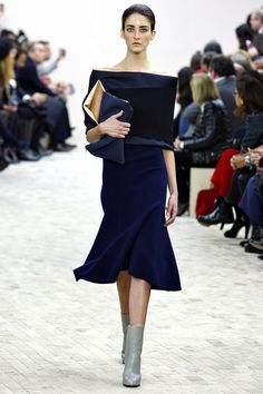 The Creative Director of Celine, Phoebe Philo exhibits such chic effortless style. She is the reigning queen of minimalist chic.