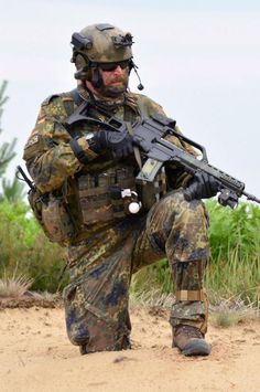 Military Gear, Military Police, Military Weapons, Military Equipment, Military History, Special Forces Gear, Military Special Forces, Navy Seals, Luftwaffe