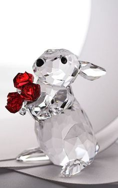 Rabbit w/Roses - Moments Collection, Swarovski. Swarovski Crystal Figurines, Swarovski Crystals, Cut Glass, Glass Art, Swarovski Outlet, Glass Figurines, Glass Animals, Gems Jewelry, Novelty Gifts