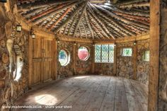 This wood be a gorgeous garden shed! 😍 Neils cobwood roundhouse, Eco Shed s. Cob Building, Building A House, Building Stone, Green Building, Cabins In The Woods, House In The Woods, Cordwood Homes, Shed Of The Year, Earthship Home