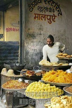 Food Vendor Pushkar Rajasthan loves this Street Food Market, Amazing India, Indian Street Food, India People, Food Stall, Exotic Places, Recipe Images, India Travel, Indian Food Recipes
