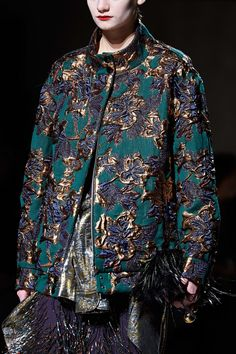 The complete Dries Van Noten Fall 2020 Ready-to-Wear fashion show now on Vogue Runway. Fashion 101, Fashion Quotes, Fashion Details, Asian Fashion, Fashion Brands, High Fashion, Winter Fashion, Fashion Show, Womens Fashion