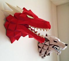 Based on HBO tv series Game of Thrones , the Canadian designer Gedelgo created these beautiful decorative busts paper models of the Targa. Game Of Thrones Wolves, Game Of Thrones Dragons, 3d Paper Crafts, Paper Toys, Diy Crafts, 3d Paper Projects, Pepakura Designer, Wolf Craft, Dragon Wolf