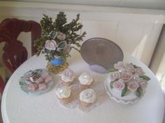 Dollhouse Miniature One Inch Scale Cake and by SpykerMiniatures, $14.50