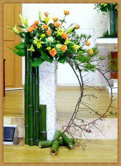 Flower Arrangement Designs, Floral Arrangements, Flower Chart, Garden Nook, Altar Flowers, Wooden Planters, Glass Vase, Wreaths, Decoration