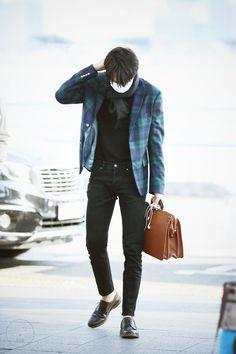 Kai - 170317 Incheon Airport, departing for Kuala Lumpur Credit: KNK. Korean Fashion Men, Korean Street Fashion, Korean Men, Mens Fashion, Airport Fashion, Pop Fashion, Winter Fashion, Fashion Outfits, Exo Kai