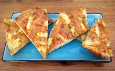 Kruiden-knoflookbrood met kaas.