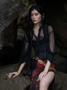 Gracing the pages of Vogue China's January 2016 issue, Ming Xi heads to a dreamy outdoors setting for this fashion editorial. Photographer Gilles Bensimon captures the Chinese model in her natural beauty against the backdrop of the silence of the sea. Fashion Shoot, Love Fashion, Editorial Fashion, Trendy Fashion, Fashion Models, Fashion Brands, Makeup Editorial, Vogue Editorial, China Fashion
