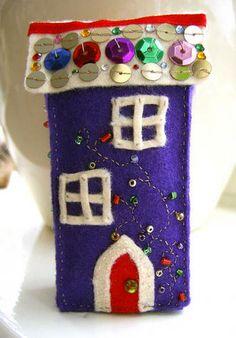 Another little house... You could do a whole mini chrismas village!