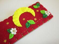 Felt bookmark - Moon bookmark - Handmade - Segnalibro in feltro con  Luna Stelline e Fiori  di TinyFeltHeart