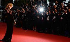 Celebridades chegam a ganhar US$ 250 mil para usar vestidos no tapete vermelho