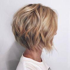 "Caramel Blonde Layered Bob ""Short Hairstyles For 2018 - ""Latest Short Bob Haircut - Women Hairstyle for Short Hair"", Short Shag Hairstyles T Blonde Layers, Short Hair With Layers, Layered Short Hair, Short Hair Cuts For Women, Layered Graduated Bob, Curls For Short Hair, Choppy Layers, Bob Haircuts For Women, Short Bob Haircuts"