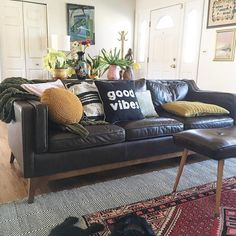 Worthington Oxford Black Sofa – The Best Ideas Black Leather Sofa Living Room, Black Sofa Living Room Decor, Black Couches, Living Room Sectional, Living Room Seating, Boho Living Room, Black Leather Couches, Dining Room, Black Sofa Decor