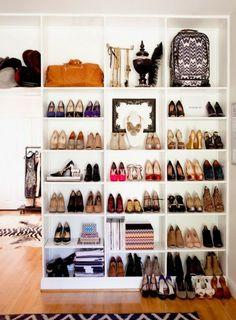 Closet - Armário de Sapatos conjugado com Acessórios e peças de decoração.