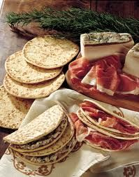 Piadina romagnola #italianfood #ferrarini tast it with our http://www.ferrarinishop.it/