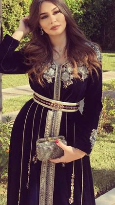 Celebs with best street style and how to get their look Morrocan Dress, Moroccan Caftan, Kaftan Style, Caftan Dress, Arabic Dress, Afghan Dresses, Arab Fashion, Blush Dresses, Velvet Fashion